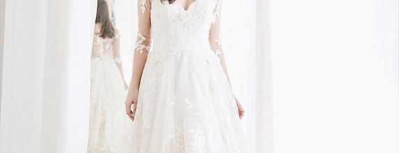 Pri Lace Dress
