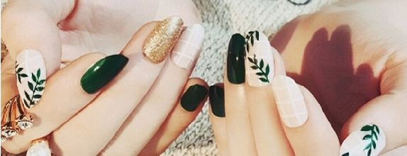 Nail art - 24 pcs kuku palsu dengan warna hijau daun model tropical