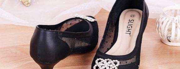 Sepatu Pointed Sallie Hitam