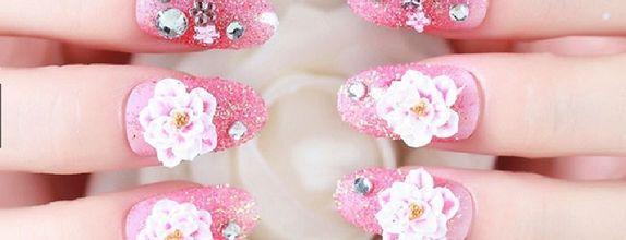 Nailart - 24 pcs kuku palsu dengan warna pink glitter dan hiasan bunga