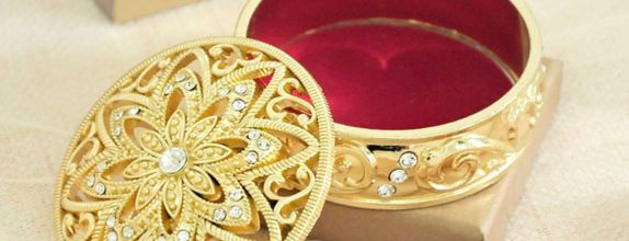 Light Gold shiny trinket box