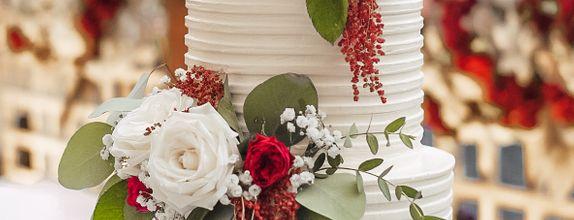 Lareia Cake & Co - Engagement Cake 2 Tier A