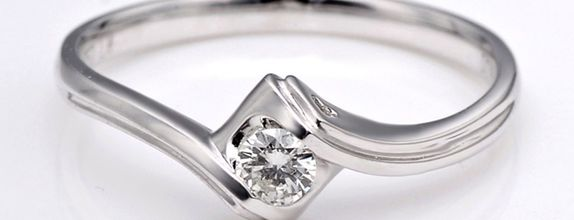 TIARIA Embrace Heart Diamond Engagement Ring Cincin Tunangan Berlian