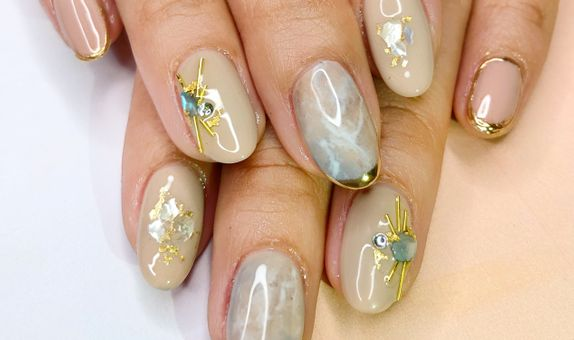 Japanese Marble & Studs Nails