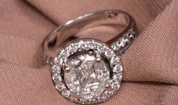 ARELIA DIAMOND RING