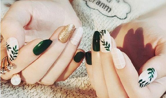 Nail art - 24 pcs kuku palsu dengan warna hijau daun model tropical