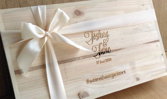 Hanger with Pinewood Box by WoodLove