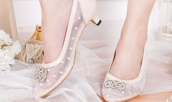 Sepatu Sandal Pointed Sallie Cream