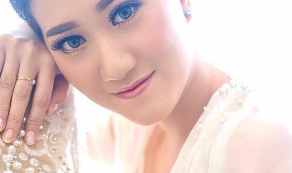 Signature Package (Test Makeup Bride, Makeup Bride & Hairdo + Retouch)