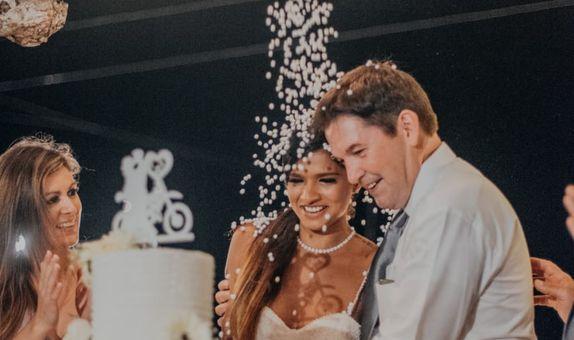 3 Tiers Simple White Wedding Cake