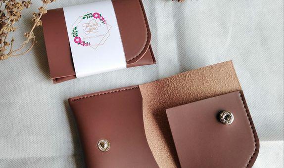 Souvenir pernikahan dompet kartu card holder asli kulit imitasi premiu