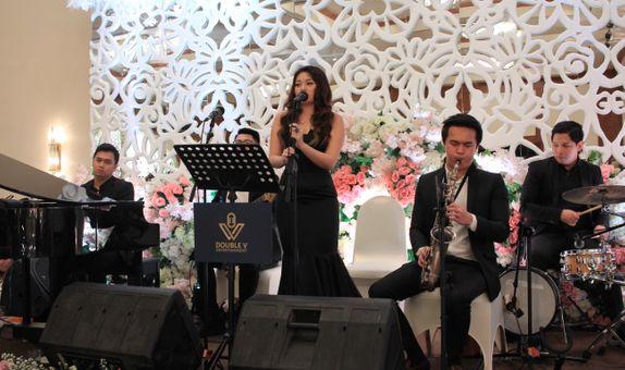 Acoustic Jazz Wedding Entertainment -  Double V Entertainment