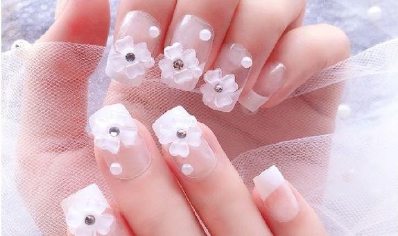 nail art - 24 pcs kuku palsu warna putih dan taburan bunga