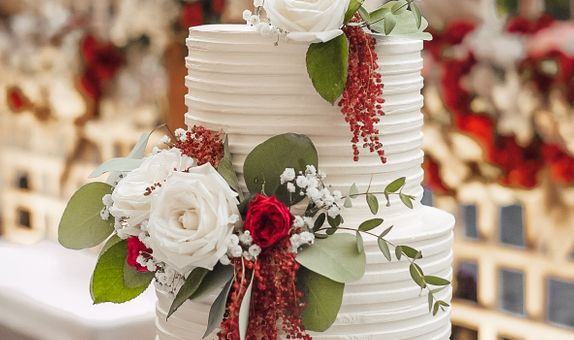 Lareia Cake & Co - Engagement Cake 2 Tier A