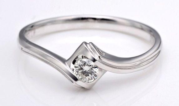 TIARIA Embrace Heart Diamond Engagement Ring Cincin Tunangan Berlian