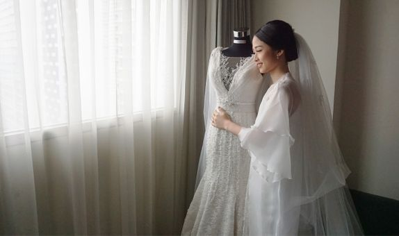 INTIMATE PROMO (New wedding gown + MUA + FREE customized Wedding Shoes)