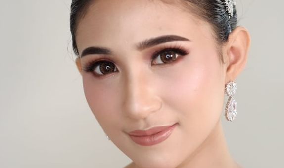 Holly Matrimony by Chindra Tansil ( Internasional  Look)