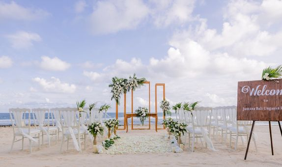 BLISSFUL WEDDING BY THE BEACH