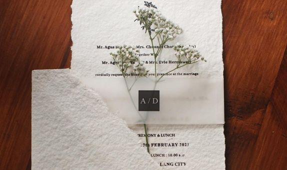 Undangan HANDMADE PAPER Amplop + Softcover + sabuk kalkir + bunga