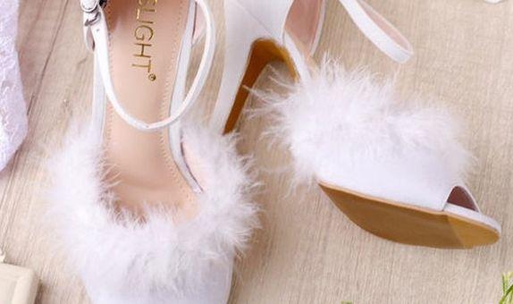 Sepatu Ankle Strap Furry Putih