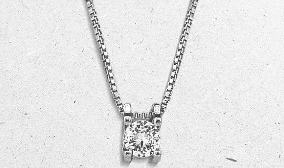 Keina Pendant Necklace (2 Days Rental)