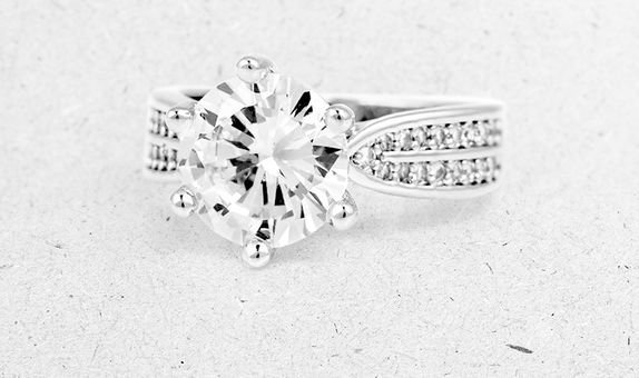 Brigida Solitaire Ring (4 Days Rental)