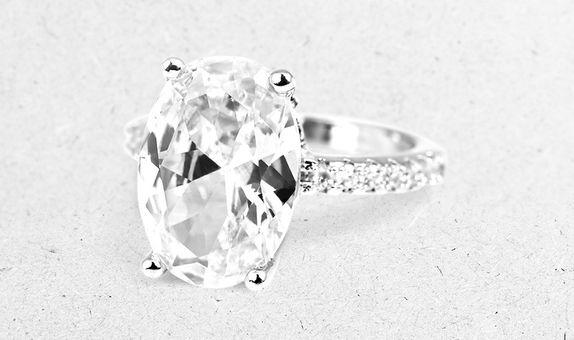 Drusia Solitaire Ring (4 Days Rental)