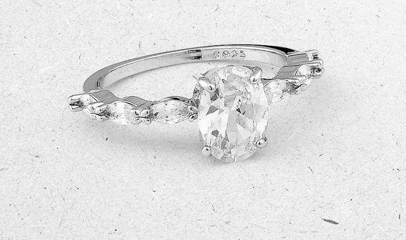Amaya Solitaire Ring (4 Days Rental)