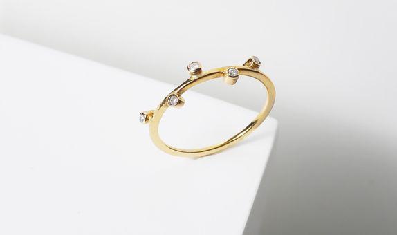 surosmith 5 diamonds dainty engagement ring