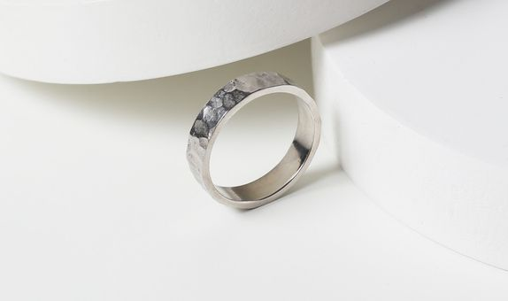 Surosmith White hammered ring glossy - silver