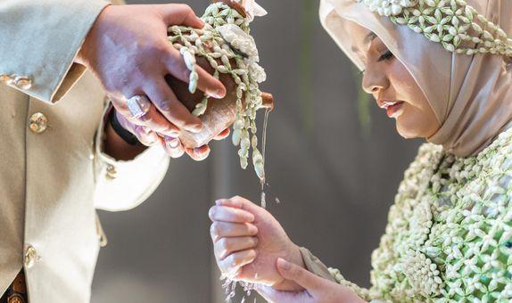Traditional Ceremony (Recitation & Siraman)