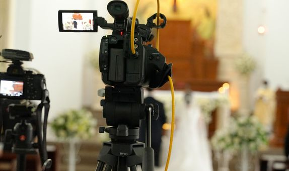 Wedding Streaming - Gold Pack (3 cam, 3 hrs, bumper video, dual view)