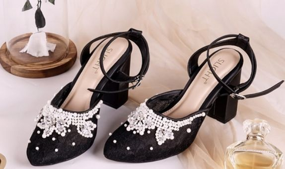 Sepatu Sandal Ankle Strap Adeline Hitam