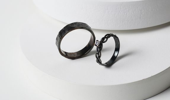 Surosmith Black rhodium Glossy braided and hammered ring - silver