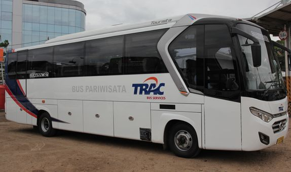 Sewa Spacious Medium Bus 35 Seat Paket 12 Jam