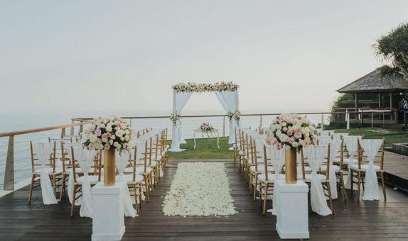 The Nearest and Dearest Cliff Weddings