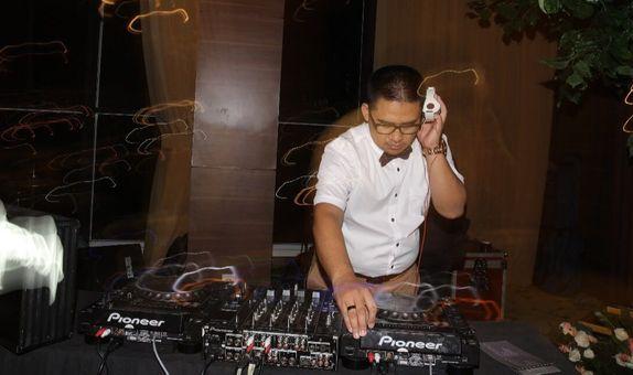 Full DJ Entertainment Package