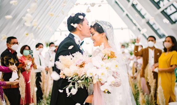 THE WHITE DOVE WEDDING