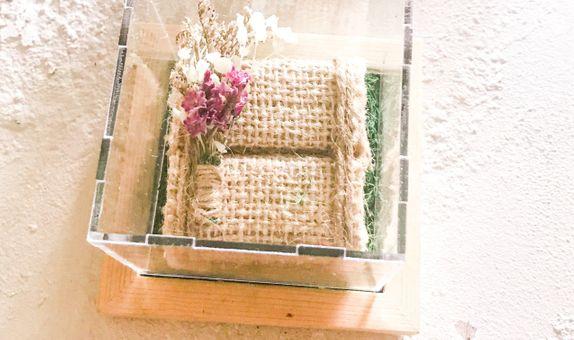 Flora Acrylic Ring Box
