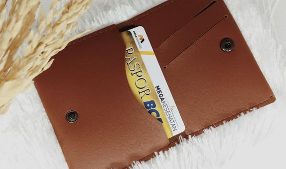 Card holder lipat