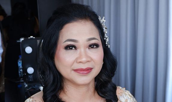 Mom of the bride / groom makeup