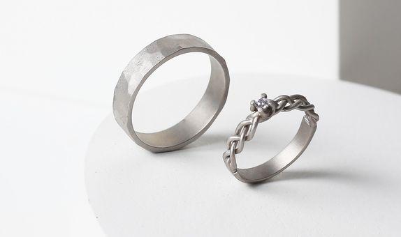Surosmith White doff braided and hammered wedding ring - whitegold