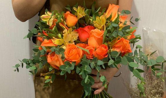Hand tied Bouquet for Wedding/Pre-Wedding Standard