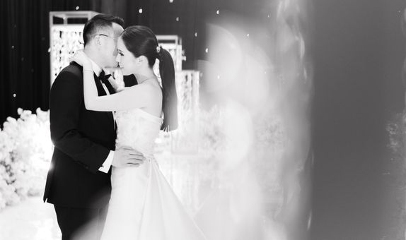 Intimate Wedding Photo & Video by Écru Pictures