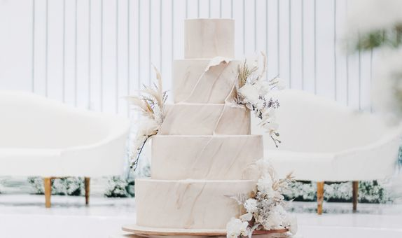 Delicate Marble in 5 Tiers