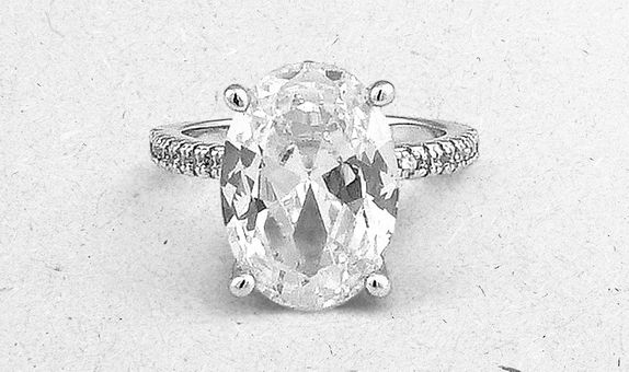 Yua Solitaire Ring (6 Days Rental)