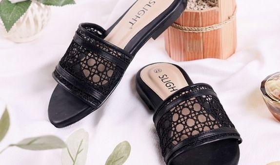 Sandal Slip On Claire Hitam