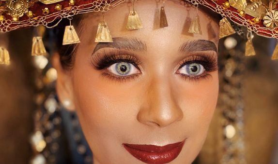 Traditional & Modern Wedding Make up