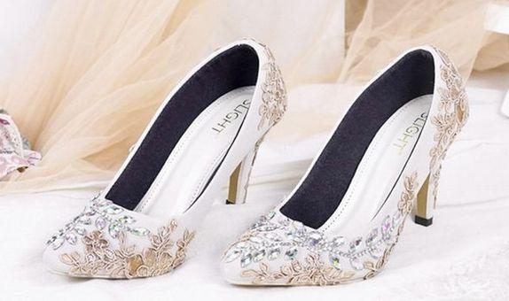 Sepatu Pointed Roslyn Cream