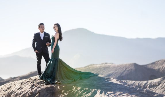 Bromo / Jogja Destination Prewedding by Écru Pictures